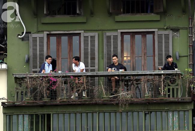 Người dân tận hưởng gì sau cơn mưa giúp không khí Hà Nội sạch hơn - Ảnh 6.