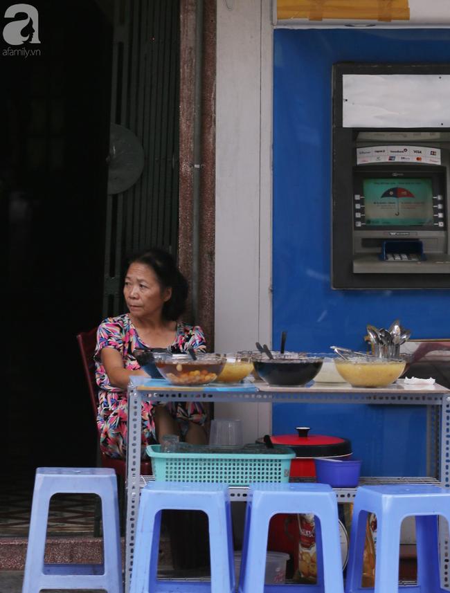 Người dân tận hưởng gì sau cơn mưa giúp không khí Hà Nội sạch hơn - Ảnh 8.