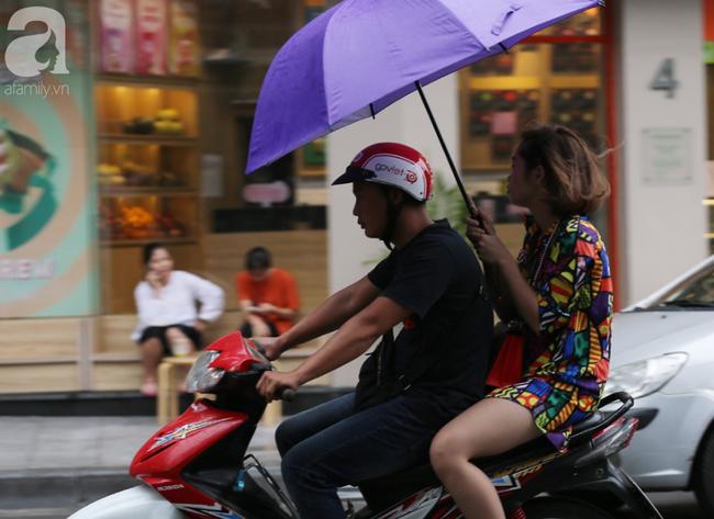 Người dân tận hưởng gì sau cơn mưa giúp không khí Hà Nội sạch hơn - Ảnh 9.