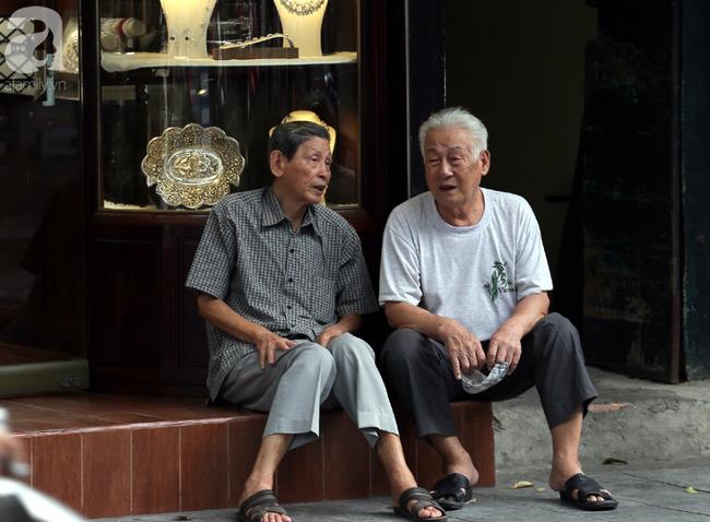 Người dân tận hưởng gì sau cơn mưa giúp không khí Hà Nội sạch hơn - Ảnh 13.