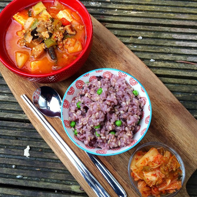 """Bữa nào cũng ăn một bát """"cơm tím"""": Bí mật giảm cân giữ dáng của phái đẹp Hàn được chính cô nàng blogger xứ Kim Chi bật mí - Ảnh 1."""