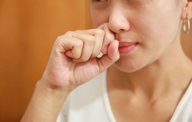 Bệnh viêm mũi dị ứng có lây không và cách đề phòng viêm mũi dị ứng khi thời tiết thay đổi cha mẹ nào cũng phải nhớ - Ảnh 2.