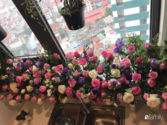Căn bếp thơm hương của bà mẹ yêu thích cắm hoa trang trí nơi nấu nướng ở Hà Nội - Ảnh 12.