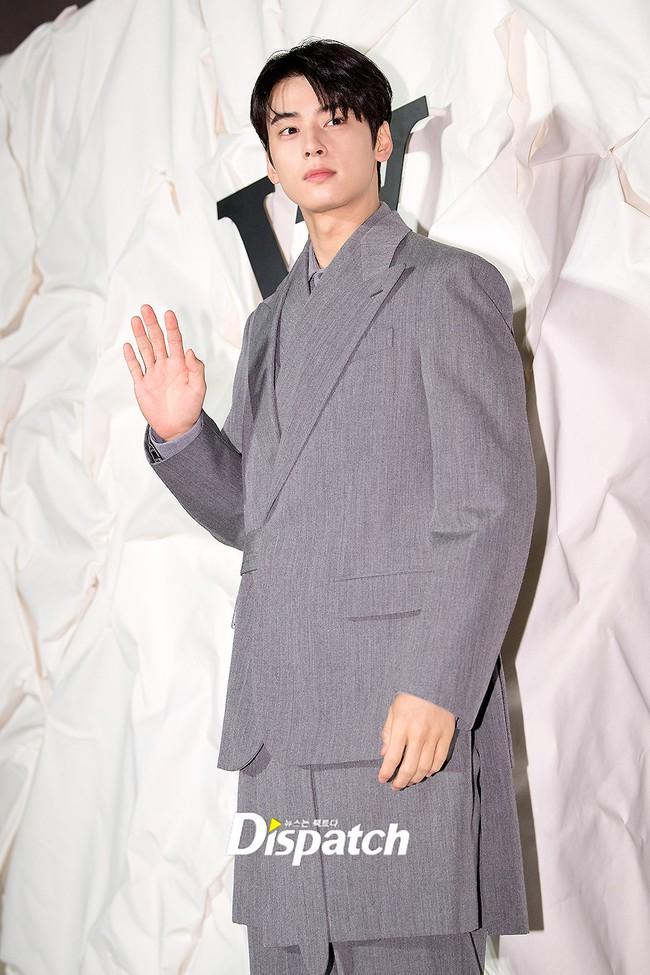 """Sự kiện nóng nhất showbiz Hàn: """"Yêu tinh"""" Gong Yoo điển trai phong độ, """"tình cũ"""" của cậu cả Brooklyn Beckham - Chloe Moretz lấn lướt dàn mỹ nhân Kbiz - Ảnh 13."""