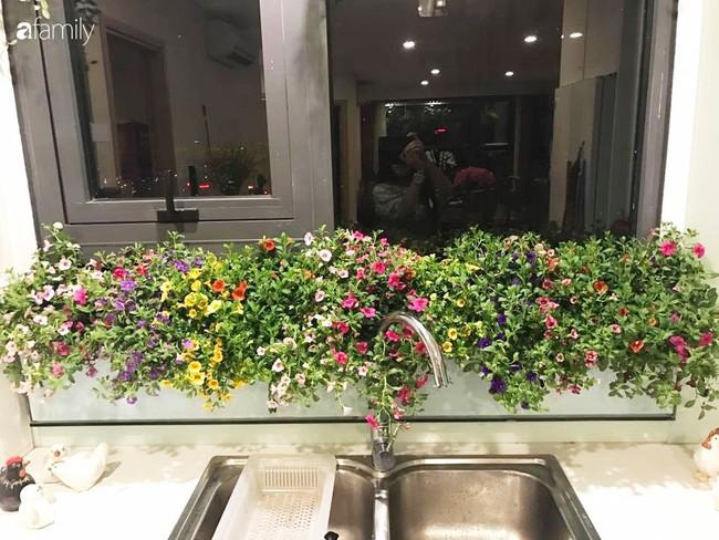 Căn bếp thơm hương của bà mẹ yêu thích cắm hoa trang trí nơi nấu nướng ở Hà Nội - Ảnh 10.