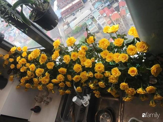 Căn bếp thơm hương của bà mẹ yêu thích cắm hoa trang trí nơi nấu nướng ở Hà Nội - Ảnh 5.