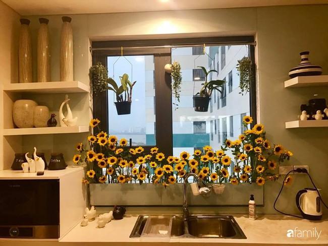 Căn bếp thơm hương của bà mẹ yêu thích cắm hoa trang trí nơi nấu nướng ở Hà Nội - Ảnh 4.