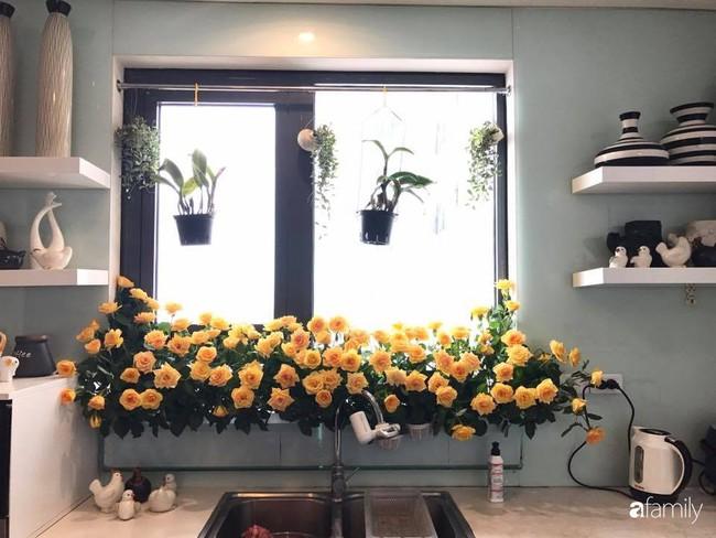 Căn bếp thơm hương của bà mẹ yêu thích cắm hoa trang trí nơi nấu nướng ở Hà Nội - Ảnh 3.