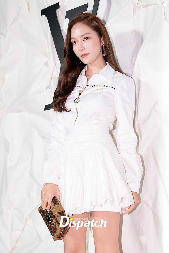 """Sự kiện nóng nhất showbiz Hàn: """"Yêu tinh"""" Gong Yoo điển trai phong độ, """"tình cũ"""" của cậu cả Brooklyn Beckham - Chloe Moretz lấn lướt dàn mỹ nhân Kbiz - Ảnh 2."""