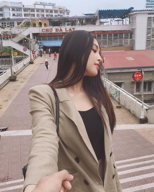 """Hoa hậu Tiểu Vy dính nghi vấn hẹn hò với """"tình cũ"""" của Á hậu Huyền My ngay sau khi vừa khoe ảnh nắm tay yêu đương  - Ảnh 3."""