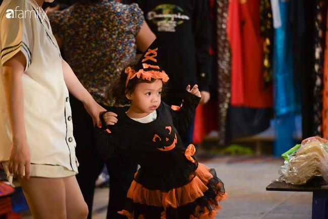 Qua Trung thu lại tới Halloween nhanh như chớp mắt, khu phố cổ Hà Nội lại nhộn nhịp vũ hội hóa trang sớm - Ảnh 5.
