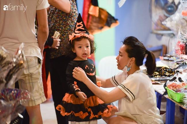 Qua Trung thu lại tới Halloween nhanh như chớp mắt, khu phố cổ Hà Nội lại nhộn nhịp vũ hội hóa trang sớm - Ảnh 4.