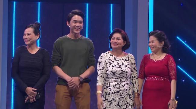 """Bố mẹ lên truyền hình tìm vợ cho con trai, """"thông gia"""" giành rể giàu đẹp trai mà """"vỗ mặt nhau"""" chan chát  - Ảnh 2."""