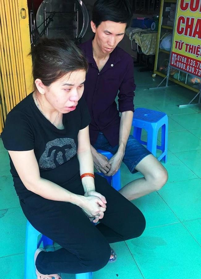 Bé trai bị xe ben cán chết trên đường đến trường, cha mẹ khiếm thị chỉ biết sờ thi thể con trong nước mắt - Ảnh 2.