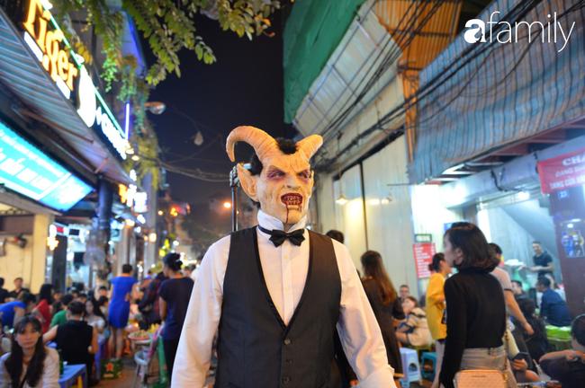 Qua Trung thu lại tới Halloween nhanh như chớp mắt, khu phố cổ Hà Nội lại nhộn nhịp vũ hội hóa trang sớm - Ảnh 11.