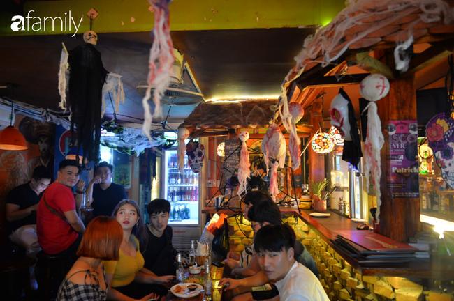 Qua Trung thu lại tới Halloween nhanh như chớp mắt, khu phố cổ Hà Nội lại nhộn nhịp vũ hội hóa trang sớm - Ảnh 13.