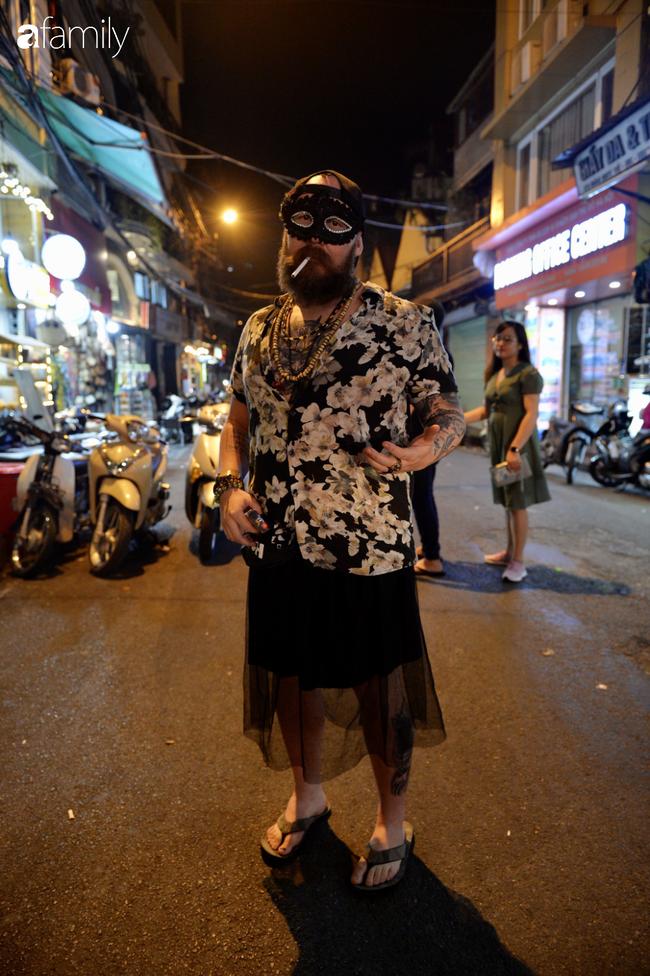 Qua Trung thu lại tới Halloween nhanh như chớp mắt, khu phố cổ Hà Nội lại nhộn nhịp vũ hội hóa trang sớm - Ảnh 10.