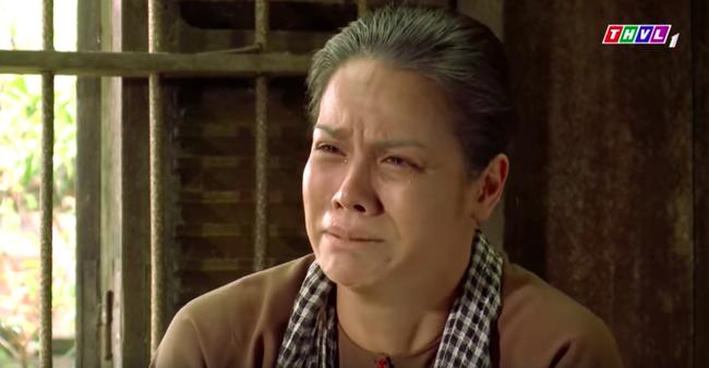 """""""Tiếng sét trong mưa"""": Trọn bộ cảnh Thị Bình - dì Bảy nhận ra nhau, Nhật Kim Anh khóc đến mức trôi hết phấn son - Ảnh 2."""