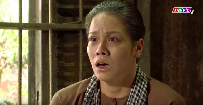 """""""Tiếng sét trong mưa"""": Trọn bộ cảnh Thị Bình - dì Bảy nhận ra nhau, Nhật Kim Anh khóc đến mức trôi hết phấn son - Ảnh 4."""