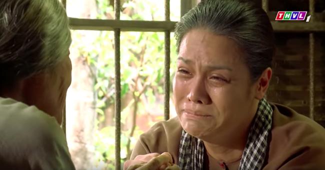 """""""Tiếng sét trong mưa"""": Trọn bộ cảnh Thị Bình - dì Bảy nhận ra nhau, Nhật Kim Anh khóc đến mức trôi hết phấn son - Ảnh 5."""
