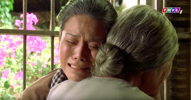 """""""Tiếng sét trong mưa"""": Trọn bộ cảnh Thị Bình - dì Bảy nhận ra nhau, Nhật Kim Anh khóc đến mức trôi hết phấn son - Ảnh 6."""