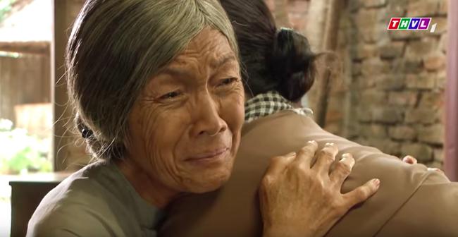 """""""Tiếng sét trong mưa"""": Trọn bộ cảnh Thị Bình - dì Bảy nhận ra nhau, Nhật Kim Anh khóc đến mức trôi hết phấn son - Ảnh 7."""
