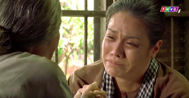 """""""Tiếng sét trong mưa"""": Trọn bộ cảnh Thị Bình - dì Bảy nhận ra nhau, Nhật Kim Anh khóc đến mức trôi hết phấn son - Ảnh 8."""
