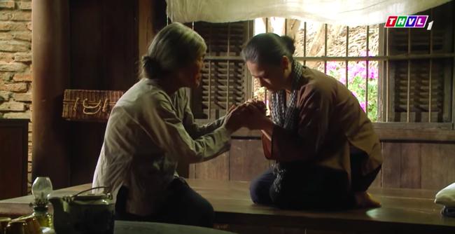 """""""Tiếng sét trong mưa"""": Trọn bộ cảnh Thị Bình - dì Bảy nhận ra nhau, Nhật Kim Anh khóc đến mức trôi hết phấn son - Ảnh 9."""