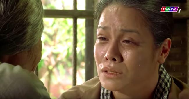 """""""Tiếng sét trong mưa"""": Trọn bộ cảnh Thị Bình - dì Bảy nhận ra nhau, Nhật Kim Anh khóc đến mức trôi hết phấn son - Ảnh 11."""