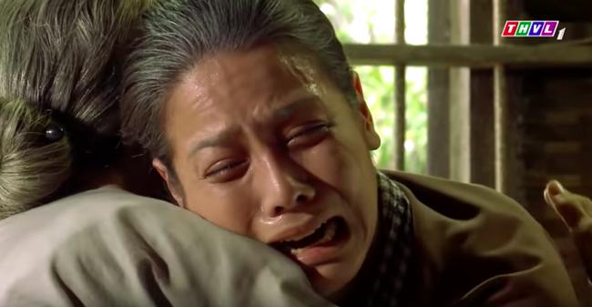 """""""Tiếng sét trong mưa"""": Trọn bộ cảnh Thị Bình - dì Bảy nhận ra nhau, Nhật Kim Anh khóc đến mức trôi hết phấn son - Ảnh 12."""