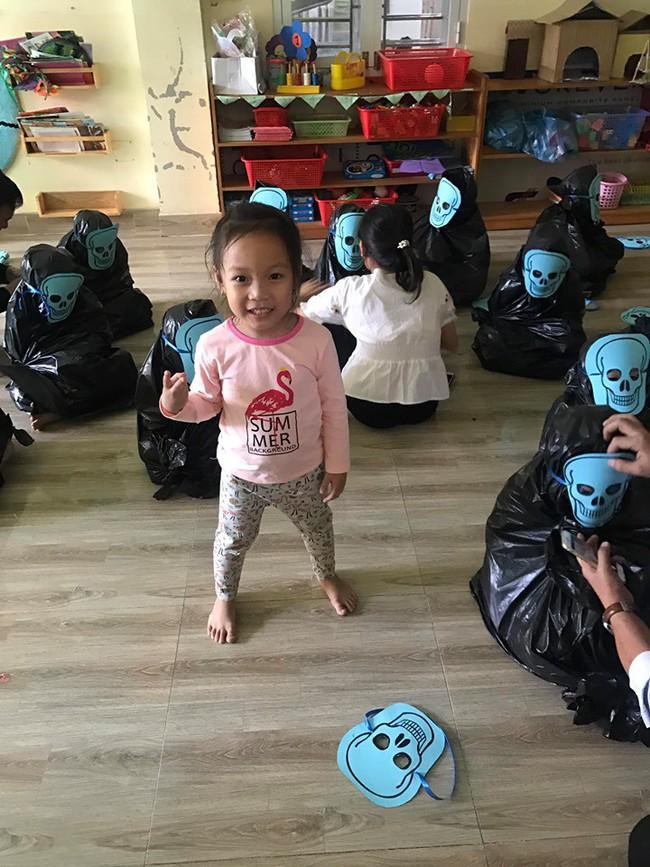 Cô giáo thử thách bố mẹ đoán con trong 20 Vô Diện giống nhau như 1 vào ngày Halloween, hài nhất là chi tiết tìm con mắt 2 mí - Ảnh 3.