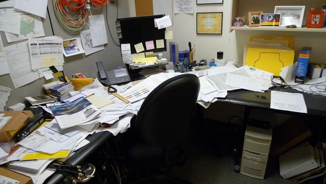 Xem nhân viên có định nghỉ việc hay không chỉ bằng... chiếc tủ, vị sếp này vô tình khiến dân mạng tranh cãi - Ảnh 1.