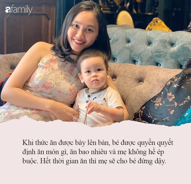 Video hot nhất ngày: Bé 7 tháng tuổi tự xúc cháo ăn như cái máy, bí kíp nằm ở phương pháp rèn con tự lập ngay từ nhỏ của bà mẹ trẻ - Ảnh 2.