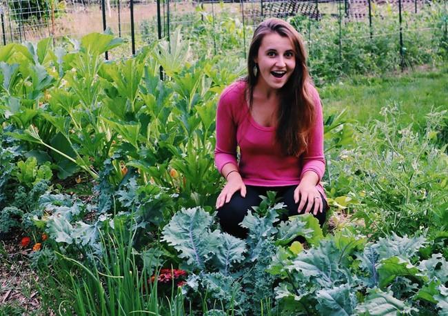 """Cô gái làm văn phòng full-time vẫn trồng được khu vườn xanh mướt mắt nhờ kỹ thuật """"không xới đất"""" lạ lùng  - Ảnh 12."""