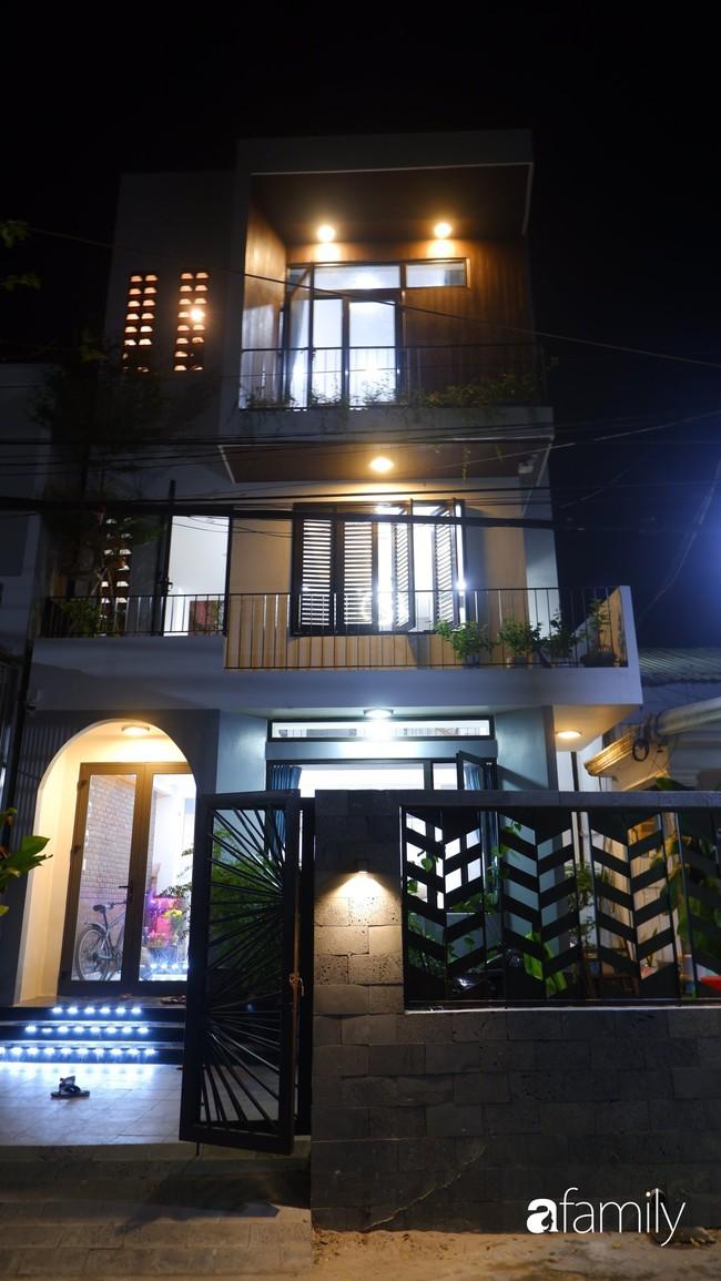 Căn nhà phố có khoảng thông tầng nhiều cây xanh và ánh sáng của chàng KTS trẻ dành tặng vợ mới cưới ở Đà Nẵng - Ảnh 3.