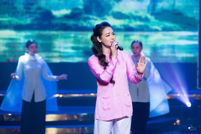 """""""Tiếng sét trong mưa"""": Diện đồ lộng lẫy nhưng 5 phút sau biến thành Thị Bình, Nhật Kim Anh khiến fan sửng sốt - Ảnh 9."""