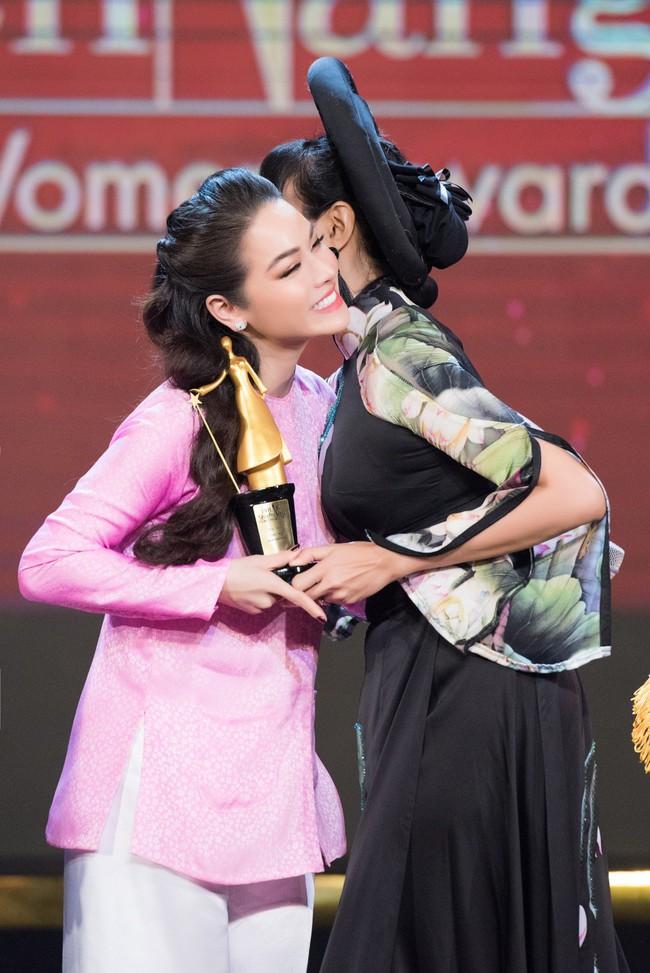 """""""Tiếng sét trong mưa"""": Diện đồ lộng lẫy nhưng 5 phút sau biến thành Thị Bình, Nhật Kim Anh khiến fan sửng sốt - Ảnh 13."""