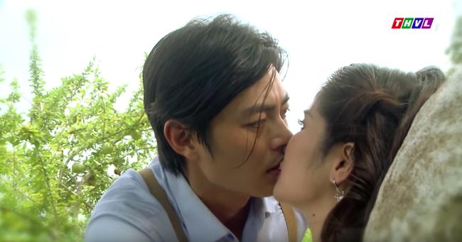 """""""Tiếng sét trong mưa"""": Trọn bộ cảnh Hạnh Nhi lăng loàn với con chồng, trước đó còn hôn môi say đắm khi Khải Duy vắng nhà - Ảnh 6."""