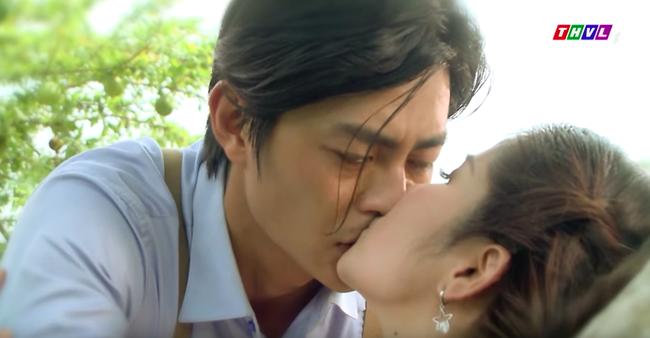 """""""Tiếng sét trong mưa"""": Hạnh Nhi - Thảo Trang công khai chuyện có ngực sexy trong cảnh nóng là nhờ dao kéo size siêu to   - Ảnh 6."""