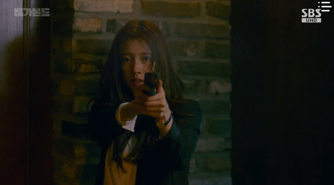 """""""Vagabond"""": Choáng với cảnh Suzy say rượu, đè Lee Seung Gi hôn đắm đuối  - Ảnh 6."""