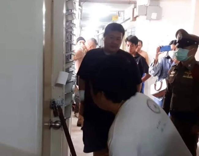 Nghe mùi hôi bốc ra từ căn hộ tầng 3, người dân lập tức báo cảnh sát nghi xảy ra án mạng nhưng sự thật khiến ai cũng ngã ngửa - Ảnh 2.
