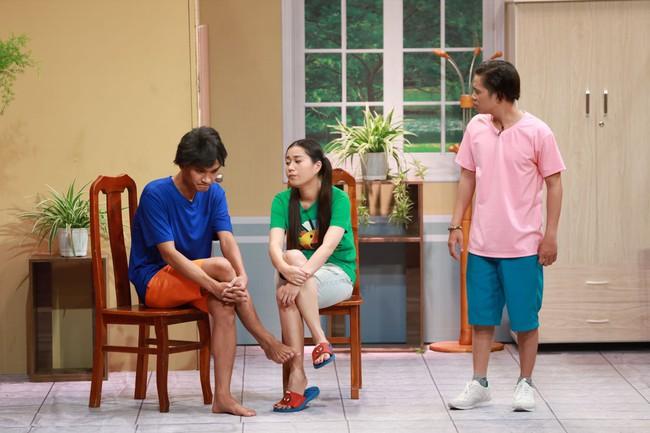 """""""Ơn giời cậu đây rồi"""": Hóa thân thành """"thái giám"""", Lê Dương Bảo Lâm """"chặt đẹp"""" Trấn Thành và giành cúp của chương trình - Ảnh 13."""