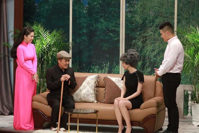 """""""Ơn giời cậu đây rồi"""": Hóa thân thành """"thái giám"""", Lê Dương Bảo Lâm """"chặt đẹp"""" Trấn Thành và giành cúp của chương trình - Ảnh 16."""