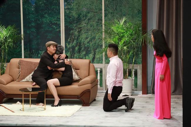 """""""Ơn giời cậu đây rồi"""": Hóa thân thành """"thái giám"""", Lê Dương Bảo Lâm """"chặt đẹp"""" Trấn Thành và giành cúp của chương trình - Ảnh 19."""