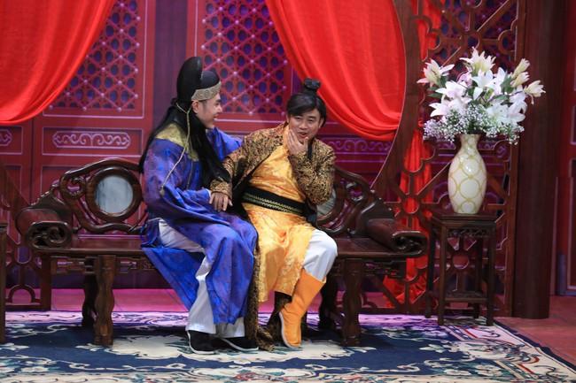 """""""Ơn giời cậu đây rồi"""": Hóa thân thành """"thái giám"""", Lê Dương Bảo Lâm """"chặt đẹp"""" Trấn Thành và giành cúp của chương trình - Ảnh 4."""