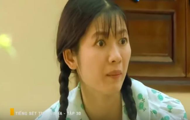 """""""Tiếng sét trong mưa"""": Con gái Thị Bình bị vợ kế Khải Duy tát thẳng mặt, mắng thêm câu """"đồ hèn mọn"""" dù không làm sai - Ảnh 1."""