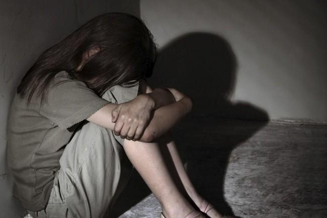 Bé gái 12 tuổi bị gia đình lợi dụng, cho 30 người khác xâm hại rồi thu tiền, lúc được giải thoát vẫn để lại dòng tin nhắn đầy xót xa - Ảnh 1.