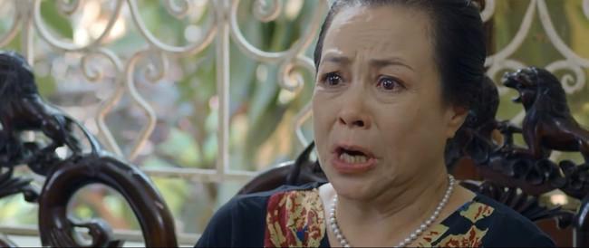 """""""Hoa hồng trên ngực trái"""" tập 19: San là người gián tiếp hại bố chồng chết thảm khiến bà Kim coi con dâu như kẻ thù? - Ảnh 1."""