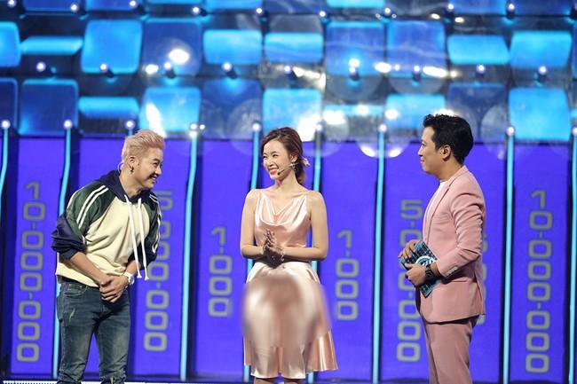 """Vướng ngay vết xe đổ của Park Min Young, Midu bị mất điểm duyên dáng với váy lụa mỏng manh lộ """"vùng cấm địa"""" - Ảnh 3."""