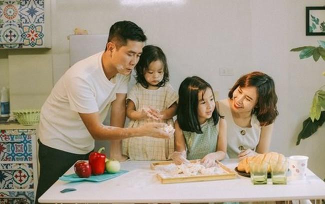 """Trước khi đường ai nấy đi, vợ chồng Lưu Hương Giang - Hồ Hoài Anh là một """"cặp bài trùng"""" trong cách dạy con - Ảnh 1."""
